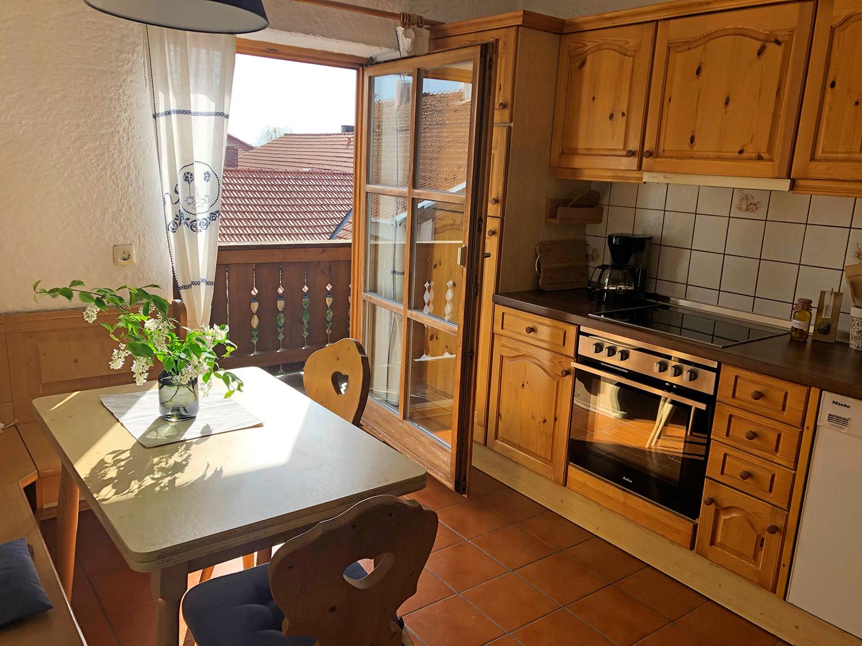 Küche mit Sitzecke   FeWo Schartner Eggstätt